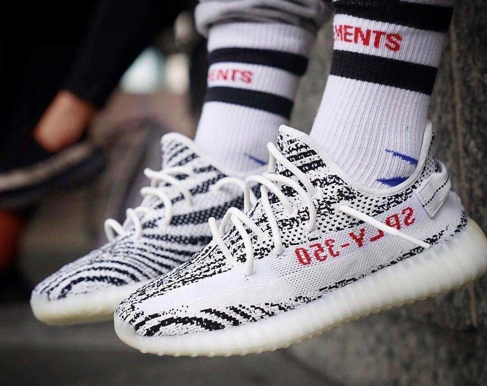 adidas yezzy zebra v2