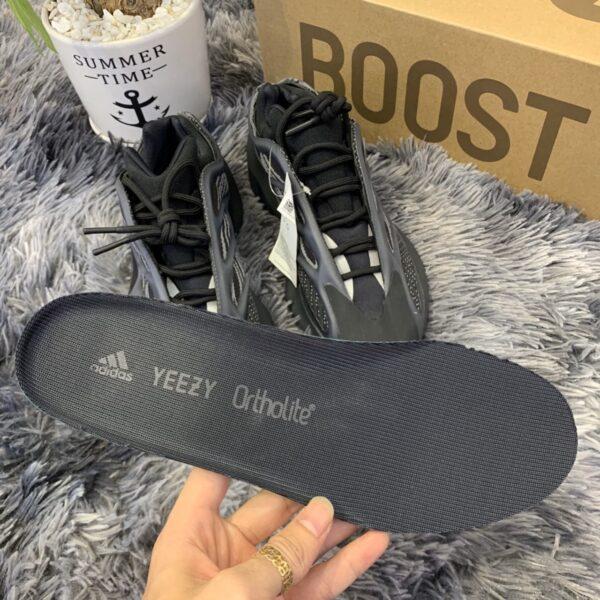 Giày Adidas Yeezy 700 V3 Alvah Replica