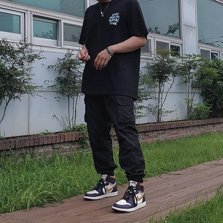 quần jogger nam phối với giày nike jordan cổ cao high