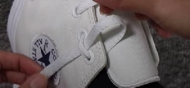 cách thắt dây giày converse cao cổ 8 lỗ