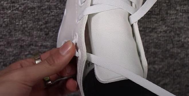 cách buộc dây giày converse