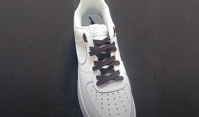 thắt dây giày nike air force 1