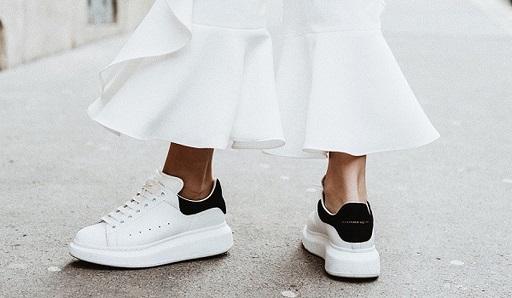 phối đồ với giày mcqueen nữ