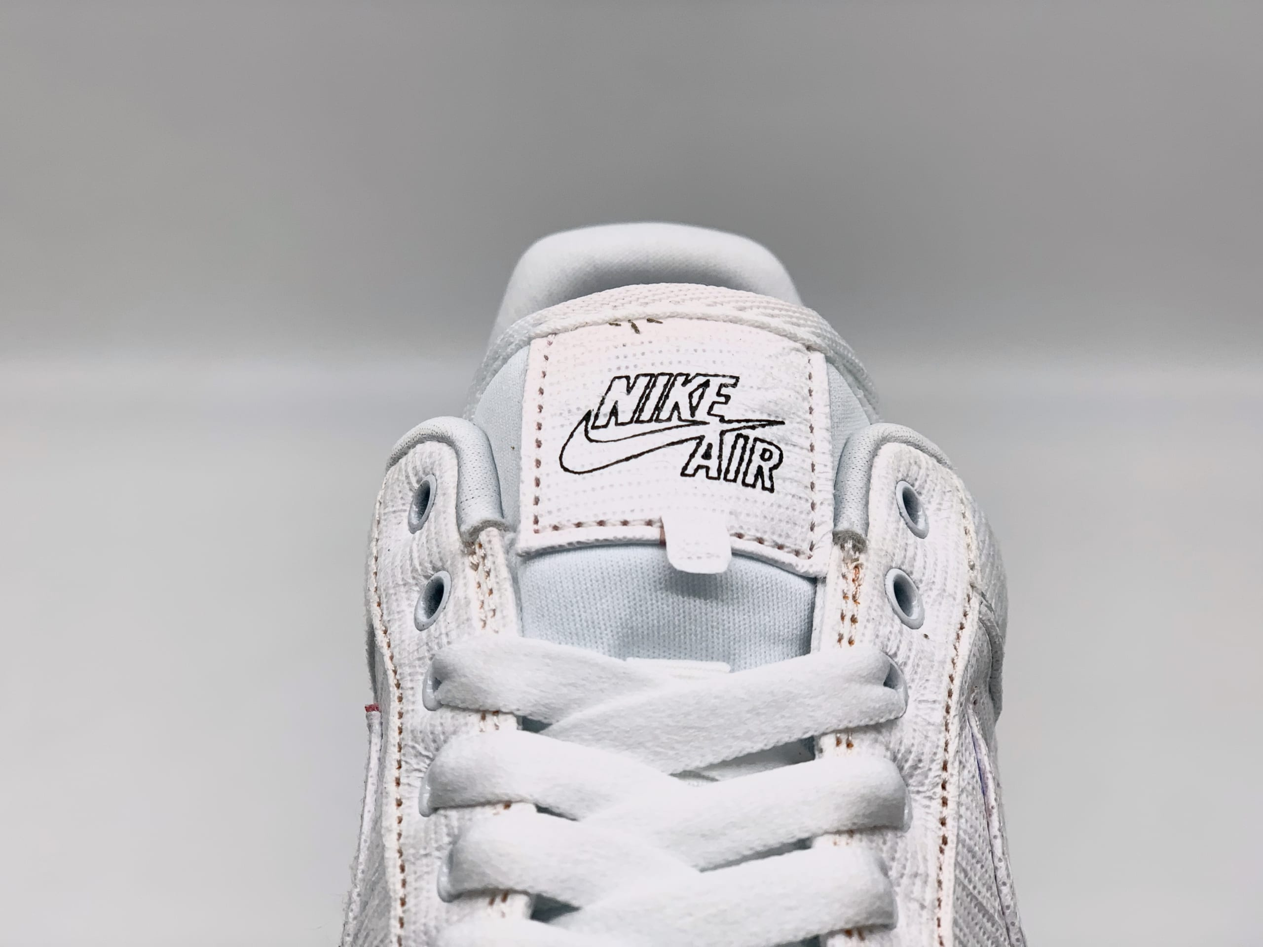 Giày Nike xé