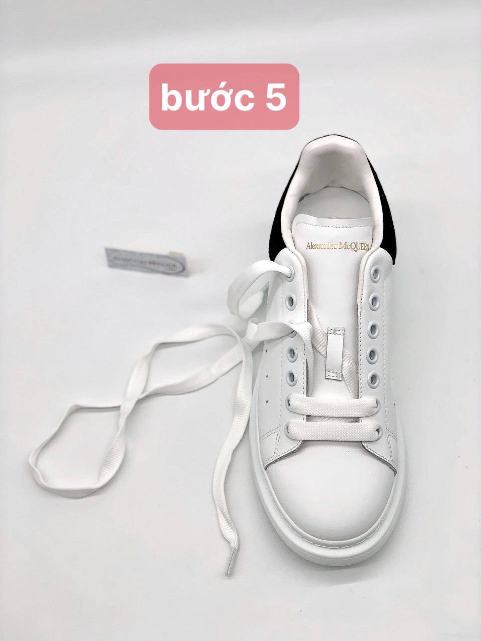 hướng dẫn buộc dây giày Alexander Mcqueen đơn giản
