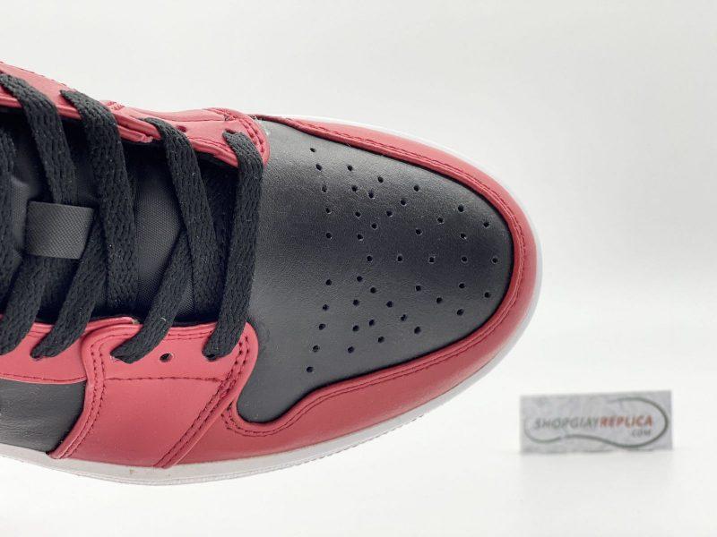 Toebox Nike Jordan 1 Low Reverse Bred